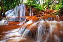 Belle cascade dans la forêt profonde, PA Wai Waterfall dans tropical photo libre de droits