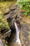 Belle cascade de cascade Photographie stock libre de droits