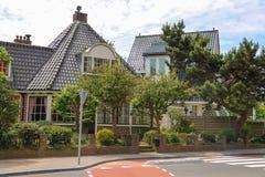 Belle case moderne sulla via di Haarlemmerstraat in Zandvoort Fotografie Stock Libere da Diritti
