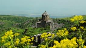 Belle cathédrale antique en Arménie banque de vidéos