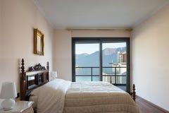 Belle chambre à coucher avec la vue photos libres de droits