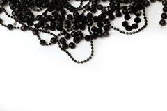 Belle collane della perla nera su un fondo bianco Immagine Stock