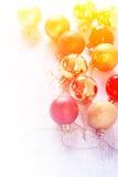 Belle collection de boules de Noël faites avec des filtres de couleur Images libres de droits
