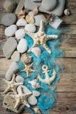 Belle composition des coquillages et des pierres Image stock