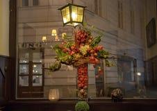 """Belle composition florale à l'intérieur du restaurant """"Zum Weissen Rauchfangkehrer """", le ramoneur blanc, situé à Vienne, l'Autric image stock"""