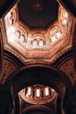 Belle conception intérieure architecturale d'un plafond de cathédrale à Marseille, France images libres de droits