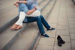 Belle coppie che abbracciano, stile di vita, svago, gioventù, amore Immagine Stock Libera da Diritti