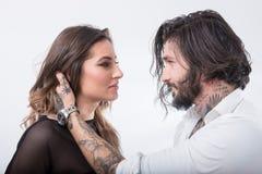 Belle coppie che si guardano e che si toccano su backgr bianco Fotografia Stock Libera da Diritti