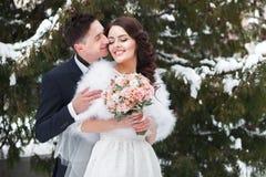 Belle coppie di nozze all'aperto Fotografie Stock
