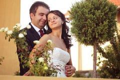 Belle coppie felici in natura Immagini Stock