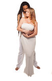 Belle coppie miste nell'abbraccio amoroso Fotografia Stock