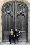 Belle coppie, modelli di modo, vestiti spagnoli d'uso Fotografia Stock