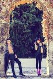 Belle coppie, modelli di modo, vestiti spagnoli d'uso Fotografia Stock Libera da Diritti