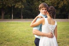 Belle coppie nell'amore Giorno delle nozze Vestito da cerimonia nuziale Tiffany bl Fotografia Stock