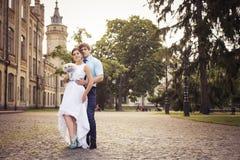 Belle coppie nell'amore Giorno delle nozze Vestito da cerimonia nuziale Tiffany bl Immagini Stock