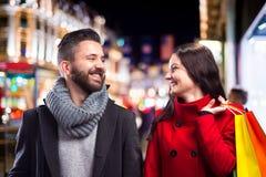 Belle coppie nella città fotografie stock