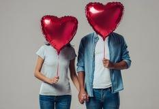 Belle coppie romantiche isolate fotografie stock