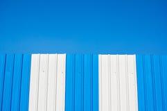 Belle couleur bleue du fond en aluminium de texture de mur de zinc Photos libres de droits