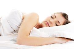 Belle couverture de repos de blanc de cache de femme Photos stock