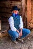 Belle cow-girl dans la scène occidentale Images libres de droits