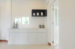 Belle cuisine blanche moderne Photos libres de droits