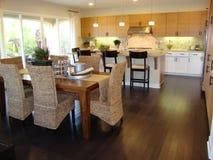 Belle cuisine et salle à manger Photo stock