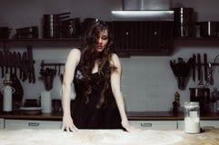 Belle cuisson d'hôtesse Photos stock