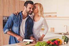 Belle cuisson de couples Image libre de droits