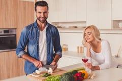 Belle cuisson de couples Photo libre de droits