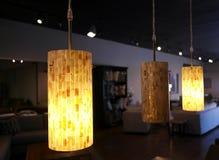 Belle décoration élégante d'éclairage avec un contexte luxueux Photographie stock libre de droits
