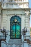 Belle décoration de porte d'émeraude et d'or sur Phra Borom Maha Ra Image stock