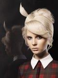 Belle dame avec la coiffure de mode Photos libres de droits