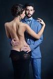 Belle dame dans la robe avec le type dans le costume Photographie stock libre de droits