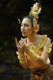 Belle dame thaïlandaise dans la robe traditionnelle thaïlandaise de drame Photos stock