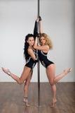 Belle danse de danseur avec un poteau Photo stock