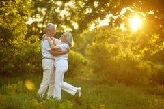 belle danse supérieure de couples photo libre de droits
