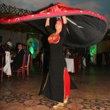 Belle danse vers l'est danse égyptienne nationale Tanura Images libres de droits