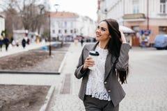 Belle donne su una via Immagine Stock Libera da Diritti