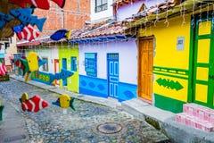 Belle e vie variopinte in Guatape, conosciuto come la città di Zocalos colombia Fotografie Stock Libere da Diritti