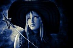 Belle fée avec la baguette magique magique et le grand chapeau Image libre de droits