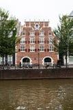 Belle façade à Amsterdam et canal Photo libre de droits