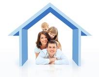 Belle famille dans une maison Photo stock