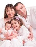 Belle famille heureuse. Père, mère et enfants image libre de droits