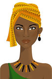 Belle femme africaine avec le turban Photo stock