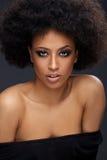 Belle femme afro-américaine fascinante Photos stock