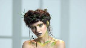 Belle femme, art de maquillage banque de vidéos