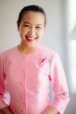 Belle femme asiatique avec l'expression bienvenue Images stock