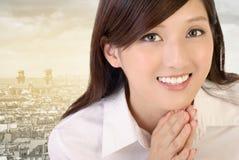 Belle femme asiatique d'affaires images stock