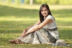 Belle femme asiatique extérieure Photographie stock