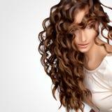 Cheveux bouclés. Image de haute qualité. Image libre de droits
